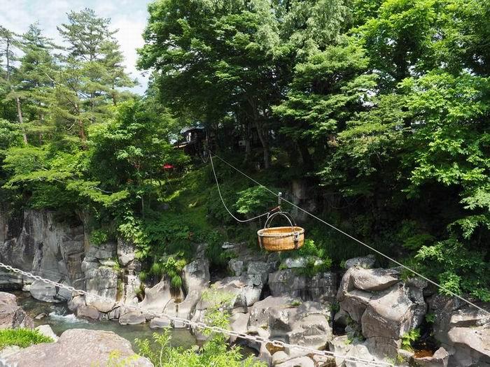 厳美渓の空飛ぶ団子の風景写真