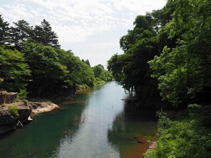 厳美渓の初夏の緑の風景写真