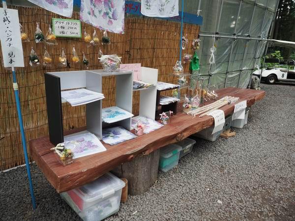 紫陽花柄のハンカチやタオルの売り場