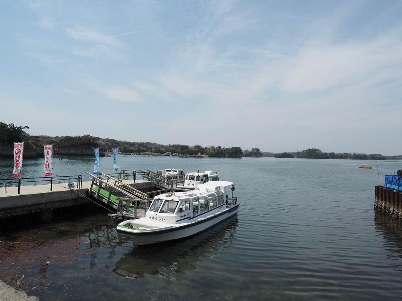 嵯峨渓遊覧船発着所と船の外観
