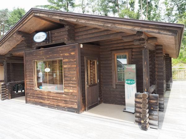 宮沢賢治童話村の木造校舎のお土産品売り場