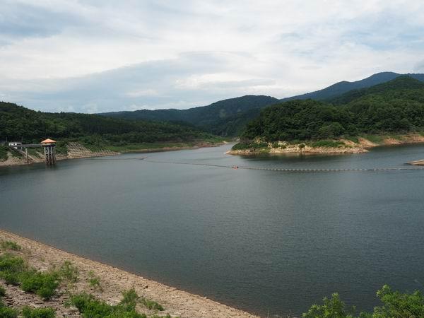荒砥沢ダムの夏の風景写真