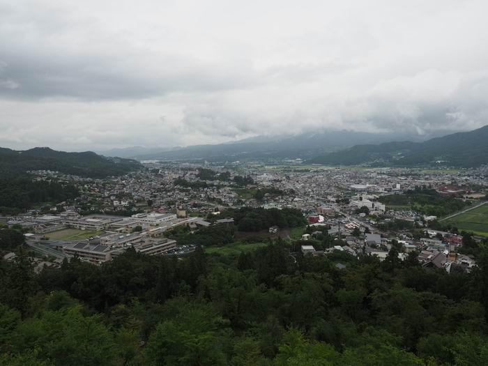 花咲山展望台から見た上山市内の風景写真
