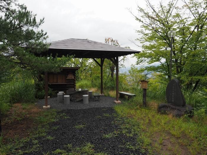 花咲山展望台遊歩道の休みどころ