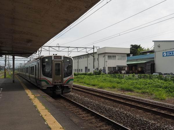 石越駅の電車の風景写真