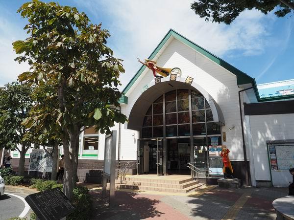 石巻駅の正面風景写真