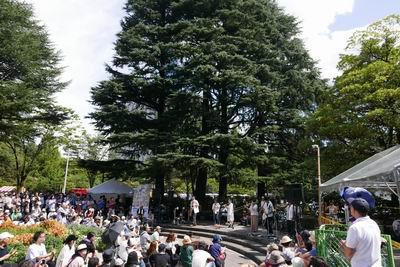 勾当台公園向かいの第一生命部前円形ステージの風景写真
