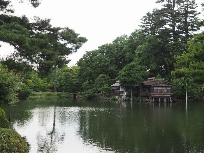 霞ヶ池の内橋亭の風景写真