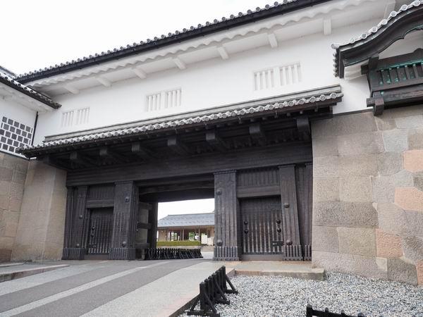 金沢城の石川門の正面からの写真