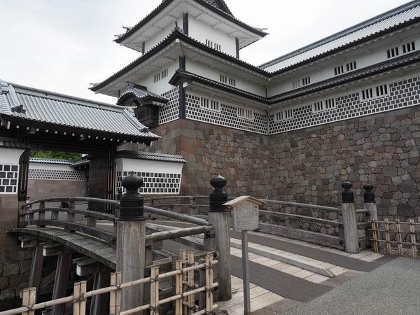金沢城の橋爪門の橋の風景