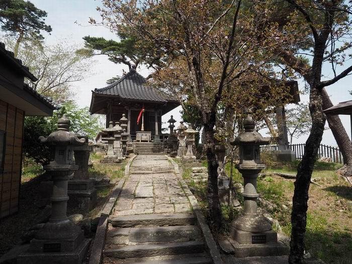 多聞山の神社の風景写真