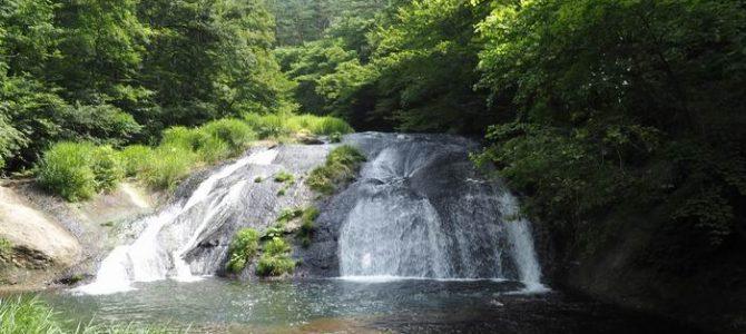 釜淵の滝の夏の写真画像