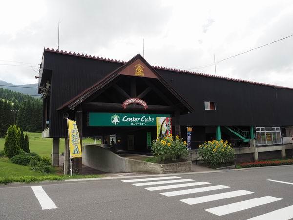 テレキャビンの乗り場と乗車券売り場の入り口風景写真