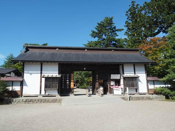 毛越寺の正面拝観入り口風景写真