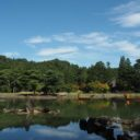 毛越寺の大泉ヶ池の初秋の風景写真