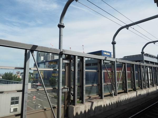 長町の駅のホームから見たIKEAの風景写真