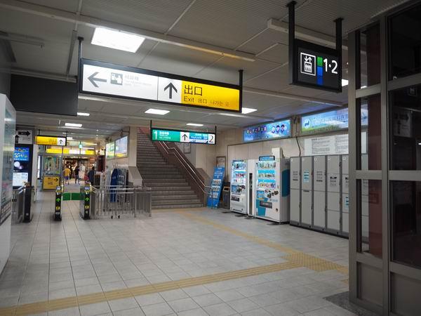 長町駅の1Fの改札手前のコインロッカーの風景写真