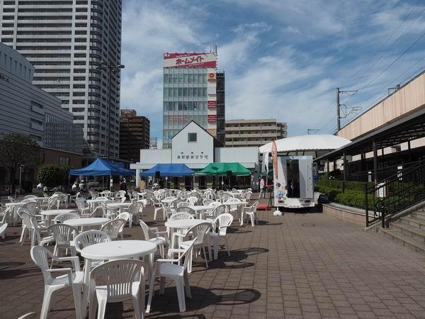 長町駅の駅前イベント広場の風景写真