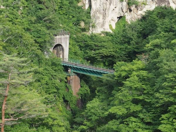 鳴子峡の陸羽東線の名物トンネル