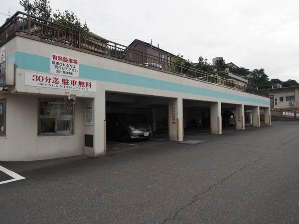 鳴子温泉駅の駐車場の風景写真