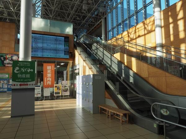 新庄駅のコインロッカーの設置風景写真1