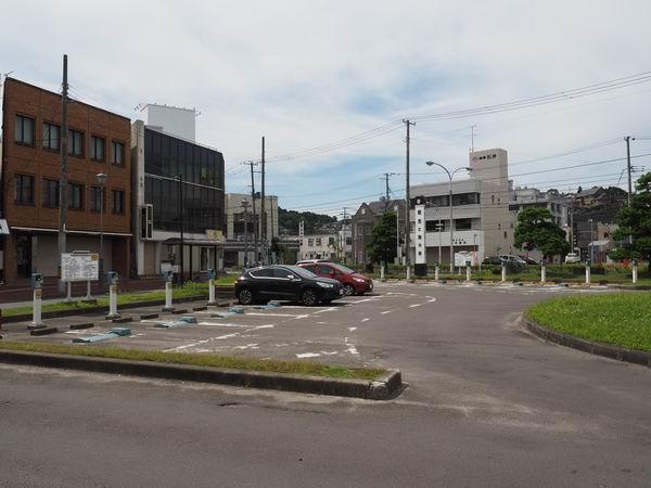本塩釜駅の駐車場の風景写真
