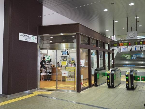 本塩釜駅の改札の風景写真
