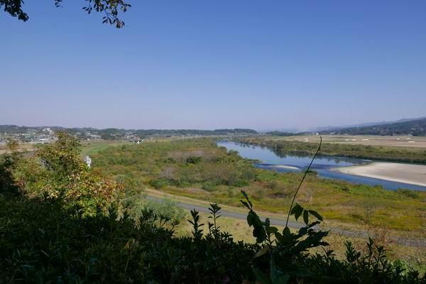 高館義経堂から見た衣川の風景写真