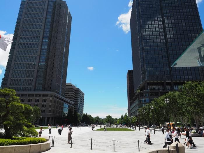 東京駅丸の内中央口より正面を望んだ風景写真