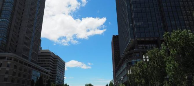 東京駅丸の内中央口から見た正面の風景写真