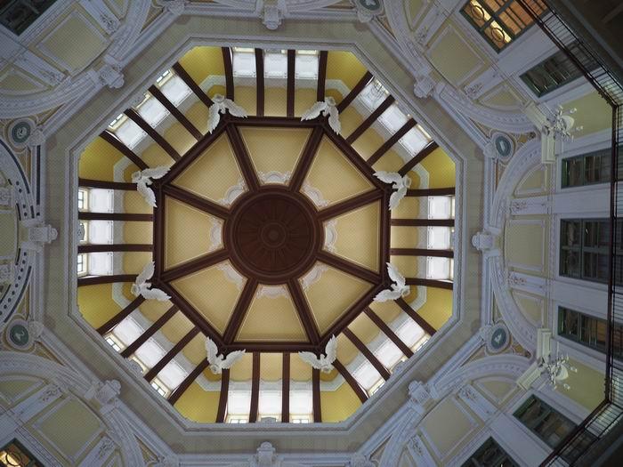 東京駅の丸の内南口ドームの天井の風景写真