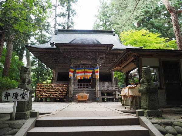 中尊寺弁慶堂の本堂の風景写真