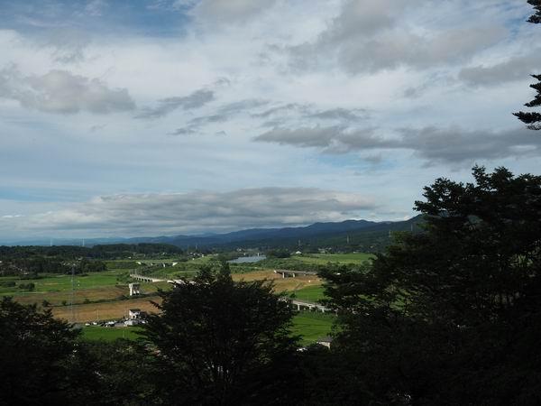 東物見台から衣川を眼下に見た風景写真