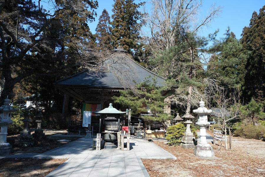 xt3で撮影する秋保大滝の冬の風景写真秋保不動尊の神社を正面から撮影