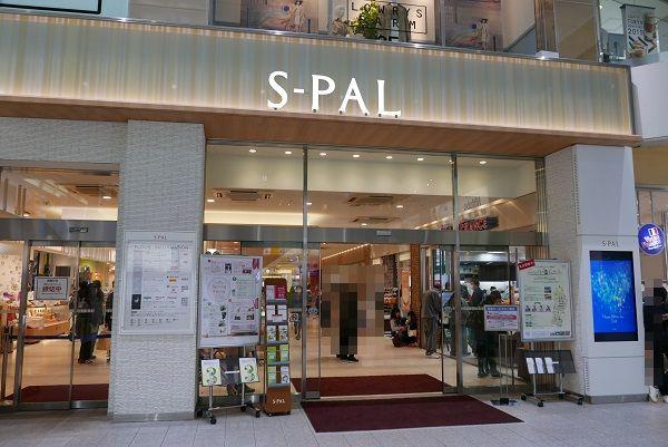 福島駅の東口のランチのおすすめの場所エスパルの入り口