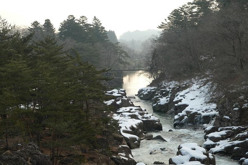 x-t3で撮影した冬の厳美渓の風景写真厳美渓大橋から別な角度で。