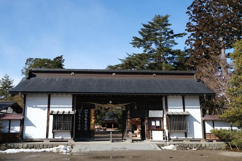 xt3で撮影する毛越寺の大手門の風景写真