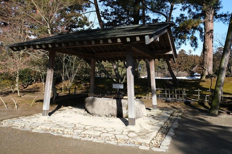 xt3で撮影する毛越寺の手洗い場所の風景写真