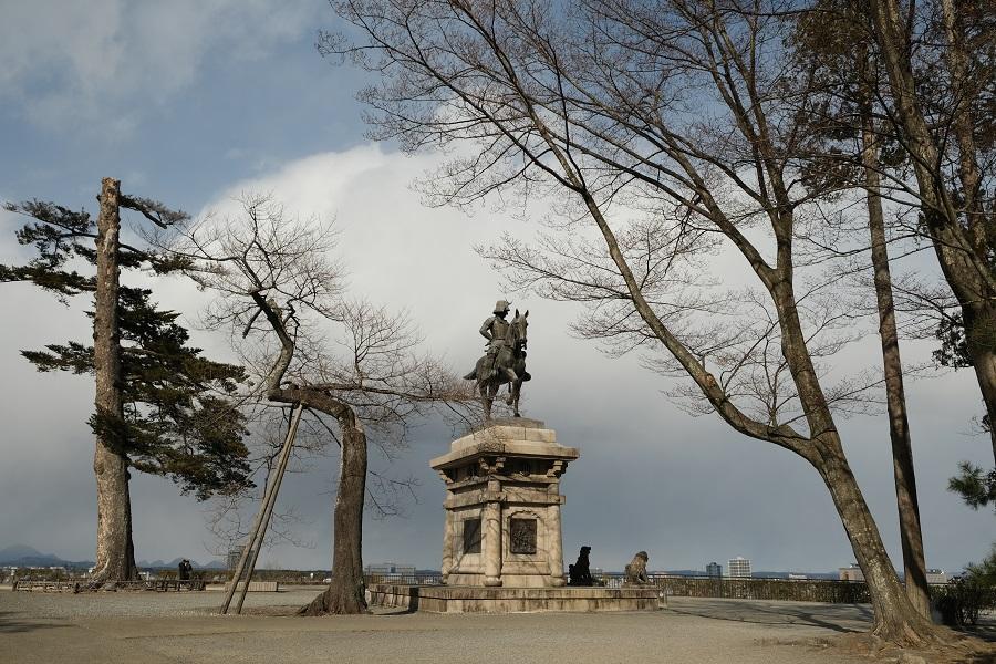 青葉城址公園(仙台城)の園内の風景写真伊達政宗公の銅像写真