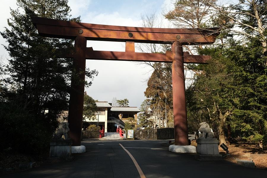 青葉城址公園(仙台城)の園内の風景写真入口の門