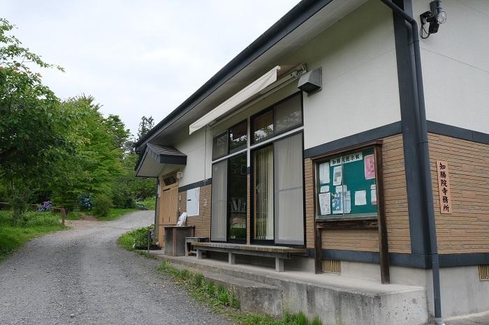 知勝院の管理寺務所の風景写真